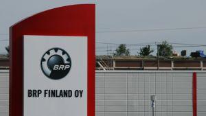 BRP Finlandin moottorikelkkatehdas Rovaniemellä.