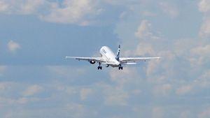 Finnairin lentokone nousussa