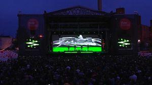 Flow-festivaalien ison päälavan vieressä on vielä kaksi videoscreeniä.