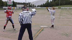 Porin Pesäkarhut kohtasi Jyväskylän Kirittäret vuoden 2008 Superpesisfinaalissa.