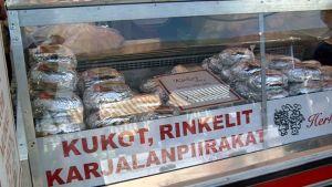 Kalakukkoja Kuopion torilla.