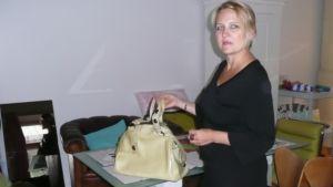 Sanna Kantola ja käsilaukku