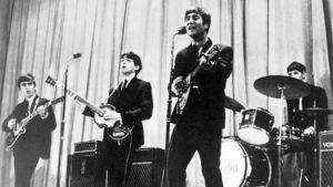 The Beatles esiintyy.