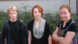 Tino Laaksonen, Ira Savola ja opettaja Titta Suvanto.