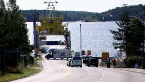 JHL:n työnseisaus pysäytti lautta- ja lossiliikenteen iltapäivällä.