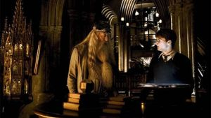 Dumbledore ja Harry Dumbledoren työhuoneessa
