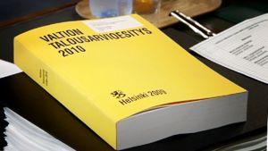 Keltainen Vation talousarvioesitys-kirja