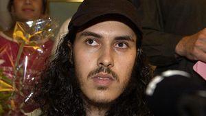 Mehdi Ghezali tiedotustilausuudessa Ruotsissa vuonna 2004 pari viikkoa sen jälkeen, kun hänet vapautettiin Guantanomon vankileiriltä.