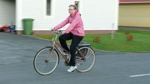 Piia Tastula pyöräilee työmatkat