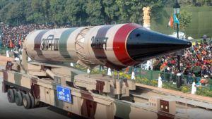 Ydinohjus sotilasparaatissa Intiassa