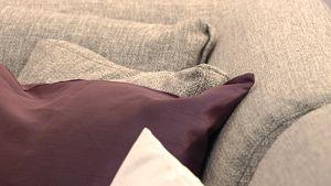 Tyynyjä sohvalla. Kuva Habitare 09 -messuilta.