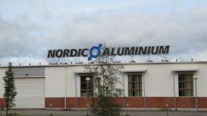 Kuvassa Nordic Aluminiumin Nivalan tuotantolaitos