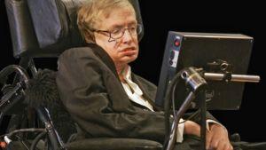 Stephen Hawking pyörätuolissaan.