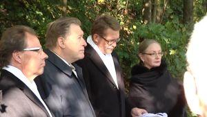 Richterin talon muistolaatan paljastuksessa puhui pääministeri Matti Vanhanen.