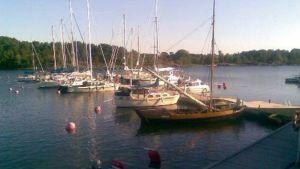 Veneitä laiturissa Korppoossa.