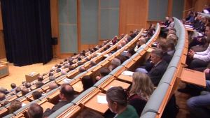 Oulun yhteisvaltuusto kokoontui ensimmäistä kertaa kuulemaan tietoja monikuntaliitosselvityksestä.