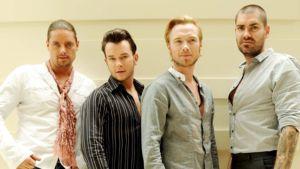 Irlantilaisen Boyzone-yhtyeen jäsenet Shane Lynch, Stephen Gately, Ronan Keating ja Keith Duffy ryhmäkuvassa.