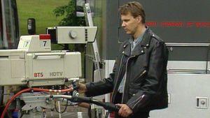 Kuvaaja ohjaa hdtv-kameraa.