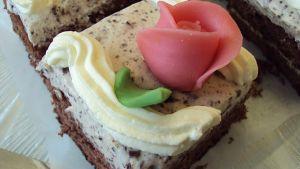 Kakkupala ja marsipaani ruusu
