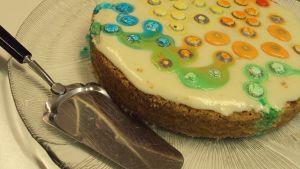 Kakkulapio ja värikäs kakku