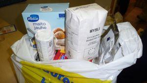 EU:n ruokatukipaketit sisältävät kuivaelintarvikkeita, kuten jauhoja, puurohiutaleita, kuivaleipää ja maitojauhetta.