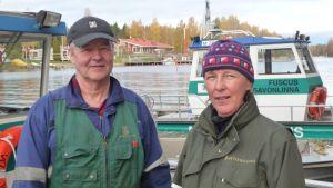 Puistonhoitaja Anne Pyykönen ja luontovalvoja Reino Kiljunen