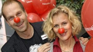 Pasi Toivonen ja Bettina Sågbom ovat mukana Nenäpäivän TV-show'ssa.