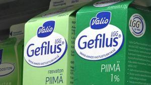 Yksityiskohtainen kuva Valion Gefilus-tuotteesta. Valion ja Gefiluksen logot.