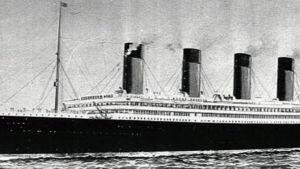 Mustavalkoinen piirroskuva Titanicista