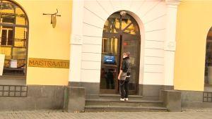 Kuluttajaneuvontaa saa Jyväskylässä maistraatista.