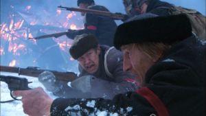 Osku (Niko Saarela) ja Akseli (Ilkka Koivula) taisteluiden keskellä Timo Koivusalon uusimmassa elokuvassa, joka saa ensi-iltansa 4.12.