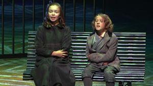 Nelli Matula ja Akseli Ferrand nähdään lavalla Helsingin kaupunginteatterin Maija Poppanen -musikaalissa.