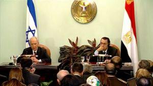 Israelin presidentti Shimon Peres ja Egyptin presidentti Hosni Mubarak antavat lausuntoa.