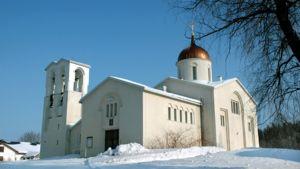 Valamon luostarin pääkirkko aurinkoisena talvipäivänä.