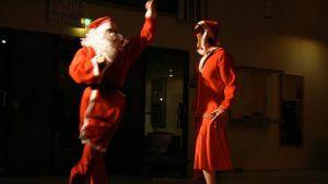 Miikkä Mäkelä kokeili mimiikan ja tanssin yhdistämistä ensimmäisen kerran viime vuoden liikunta- ja terveystieteiden tiedekunnan tanssiaisissa.