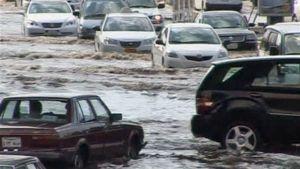 Tulvat haittasivat liikennettä 25.11 Saudi-Arabiassa.