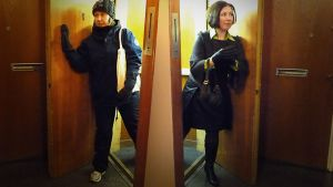 Toimittaja Mari Itkonen lähdössä shoppaamaan kahdessa eri asussa.