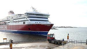 Viking Line Xprs -alus saapuu Helsinkiin Eteläsatamaan.