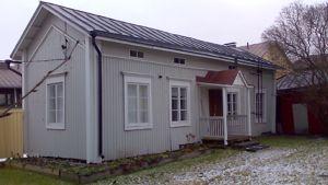 Kuvassa Draken talon taiteilijaresidenssi talvella 2009.