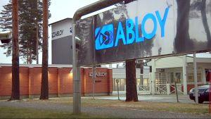 Abloyn nimikyltti Joensuun tehtaalla