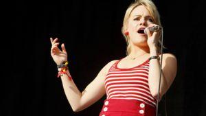 Walesilainen soul-laulaja-lauluntekijä Aimée Anny Duffy Glastonburyn festivaaleilla Englannissa kesäkuun 28. 2008.