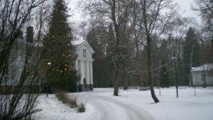 Kaarisilta toimii Erstaan kartanomiljöössä Villähteellä.