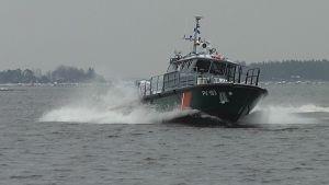 Merivartioston vene merellä.