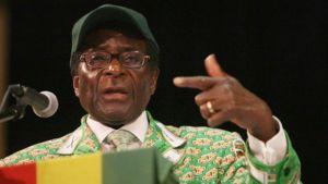 Zimbabwen presidentti Robert Mugabe puhuu.