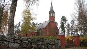 Ylämaan kirkko saa valvontakamerat ensi vuonna.