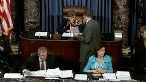 Yhdysvaltain senaatin puhemies ilmoittaa terveydenhuoltouudistuksen äänestyksen tuloksen.