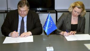 The Greek and Finnish finance ministers signed a bilateral stability pact in Brussels on February 20.