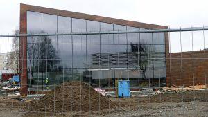 Seinäjoen uuden kirjaston julkisivu on lasinen