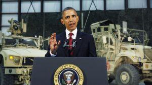 Obama puhuu Kabulissa.