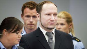 Anders Behring Breivik oikeussalissa 3. toukokuuta 2012.